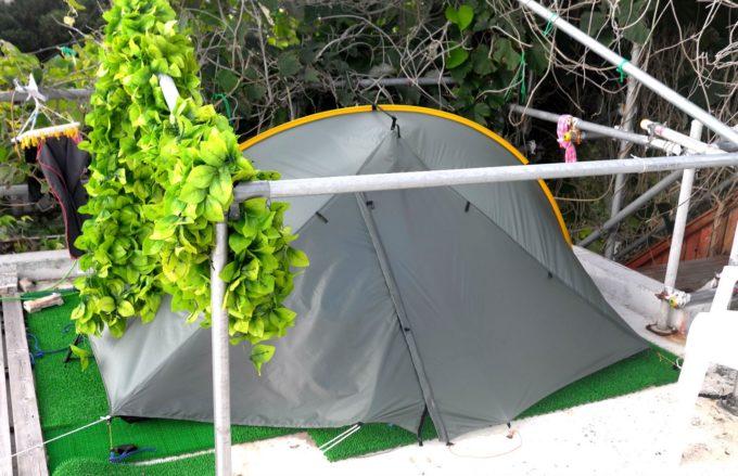 屋上にある泊まれるテント