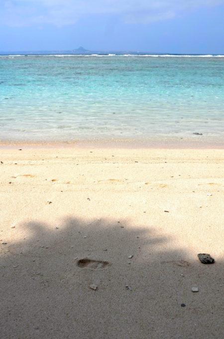 瀬底島の海のグラデーション