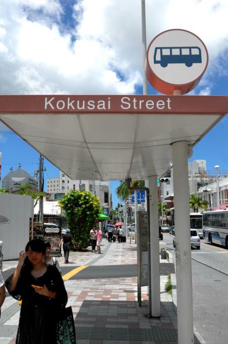 国際通りのバス停