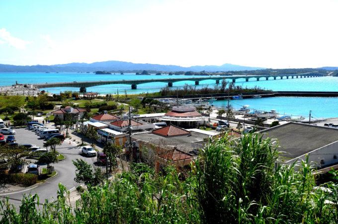 古宇利島の橋周辺は観光施設がギッシリ
