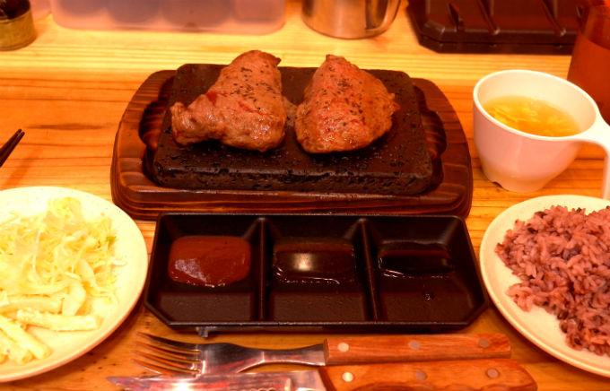 ステーキだって、千円で食べられます♪
