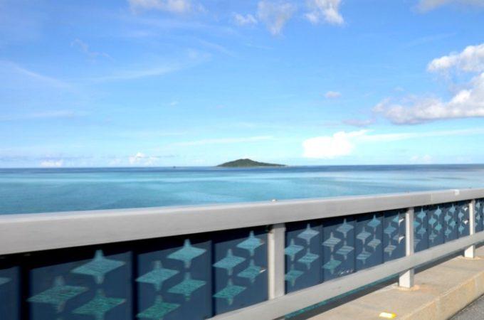 池間大橋から大神島を臨む