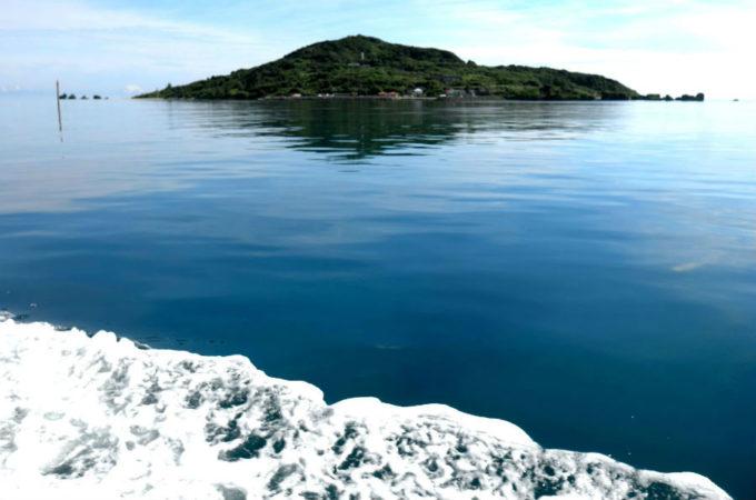 船から見た大神島