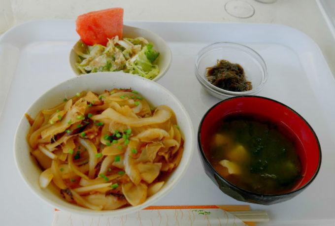 おぷゆう食堂の「カーキタコ丼」