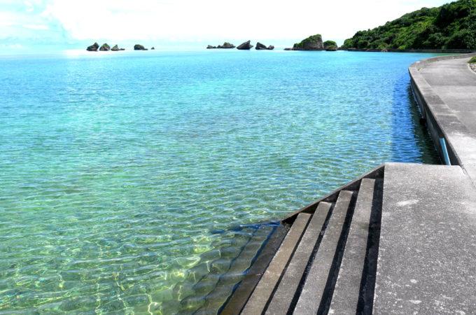 ビーチの前の穏やかな海