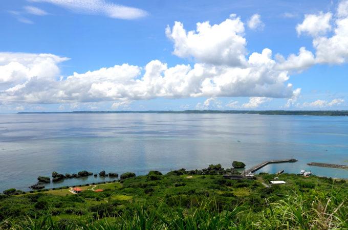 色濃い緑が残っている大神島