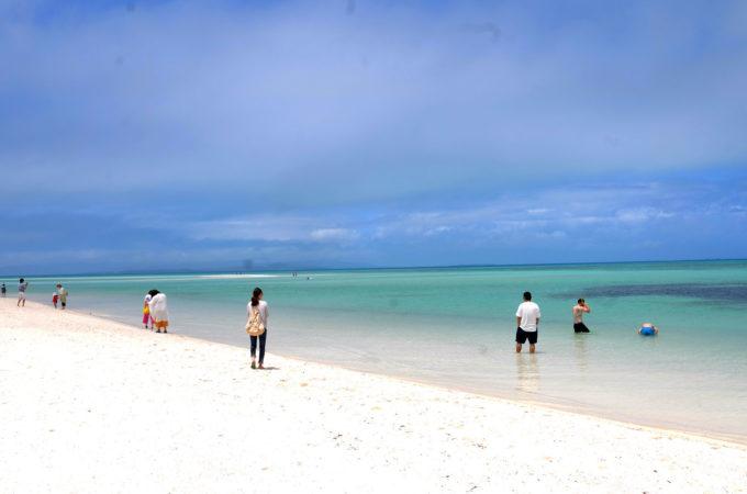 白い砂浜のコンドイビーチ