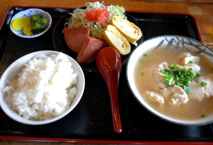 備瀬の食堂で食べた、ゆし豆腐定食