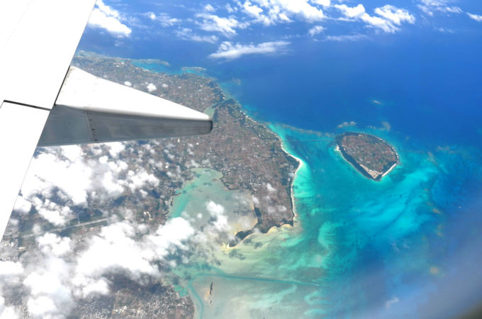 飛行機から見た宮古島と来間島