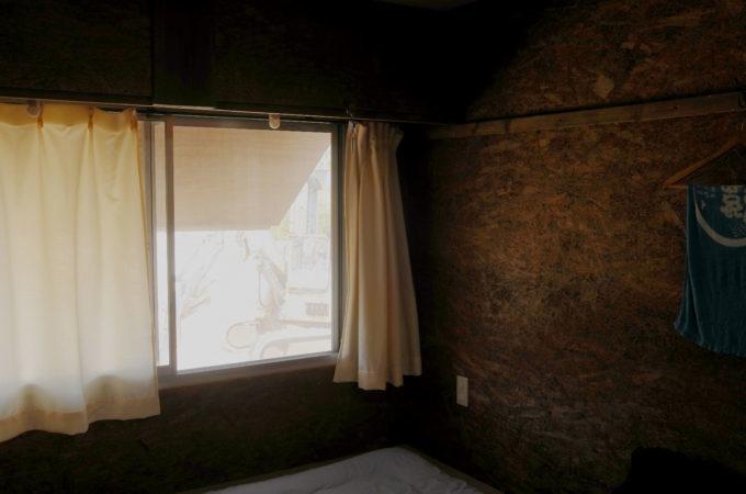 日の当たる個室