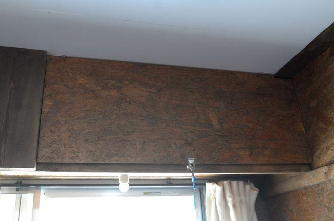 窓の上の収納ボックス