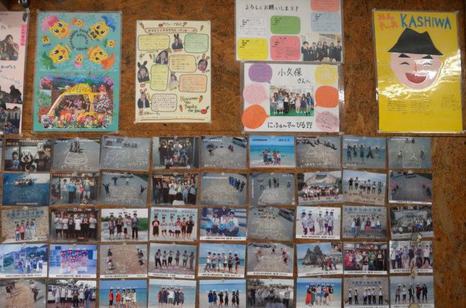 民泊で来た生徒たちの写真や寄せ書き
