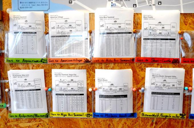 バスの時刻表が載っている観光ガイドペーパー