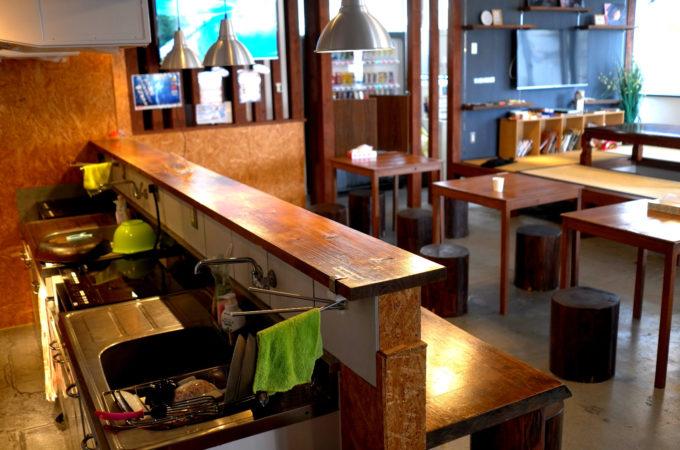 キッチンとカウンターテーブル