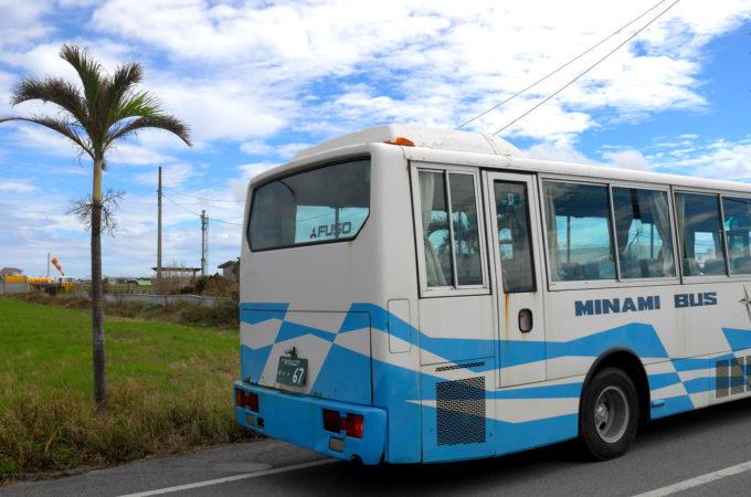 道に止まっていた観光バス