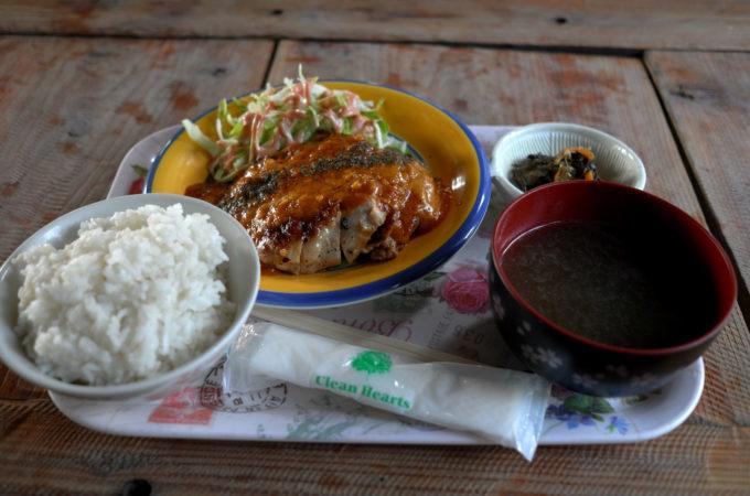 食堂の夕食