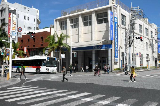 国際通りの松尾交差点