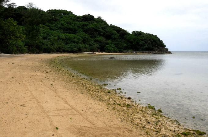 ビーチ入り口から左手風景