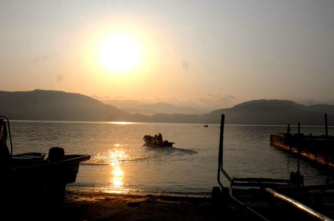 船浮の朝日