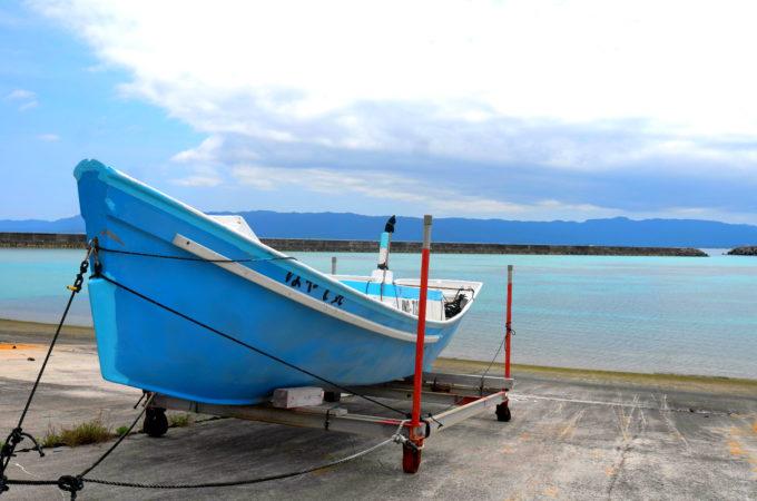 ボートと港の海
