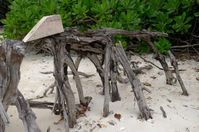 オブジェ作品「海辺の犬」