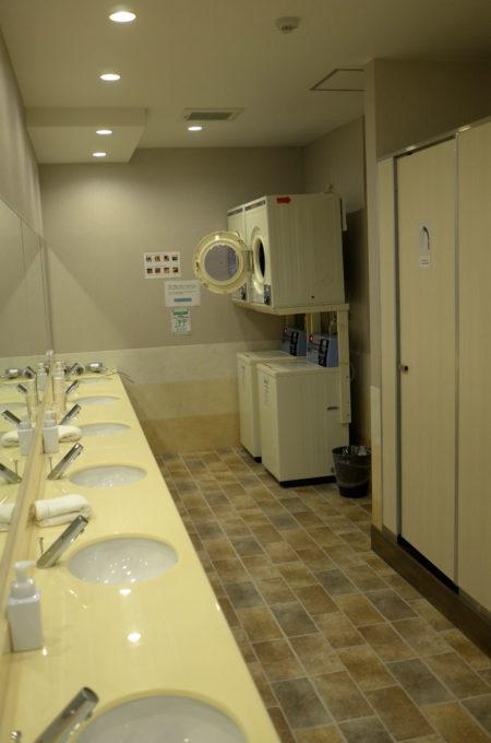 洗面所とシャワー、洗濯機&乾燥機