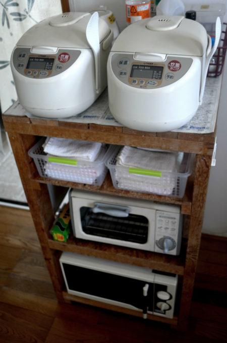 炊飯器も2台、布巾、トースター、電子レンジ