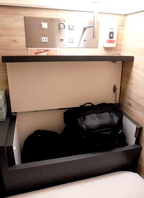 カバンがすっぽり入る収納ボックス
