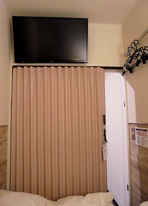 アコーデオンカーテンとテレビ