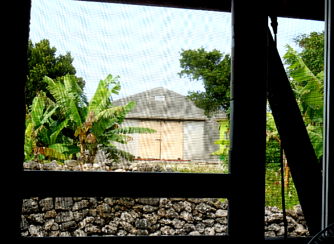 部屋の窓から見える風景