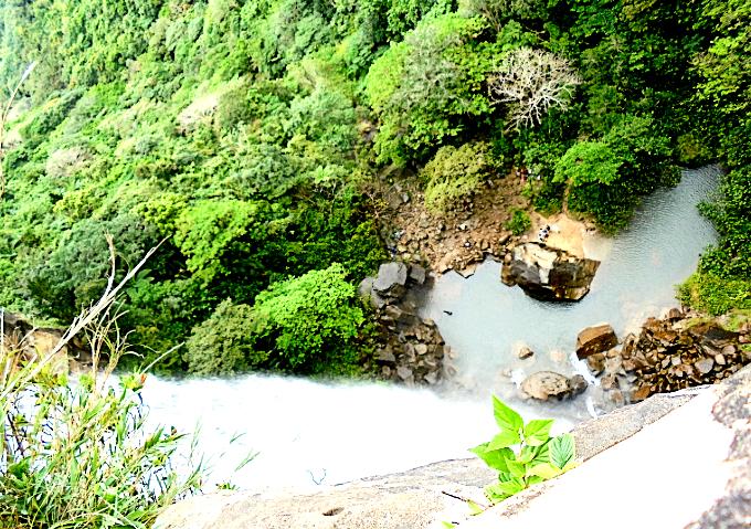 ピナイサーラの滝の頂上から見下ろした景色