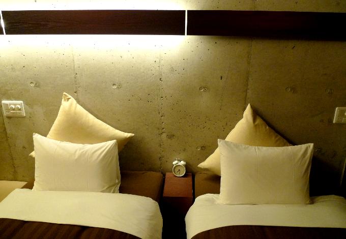 ベッド頭上の間接照明