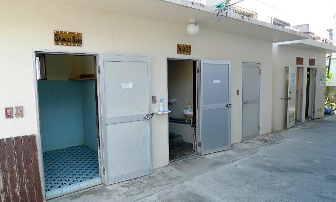 1階のシャワー室とトイレ