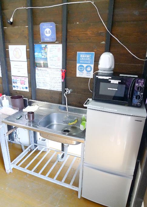 共用スペースの流し、冷蔵庫、電子レンジ