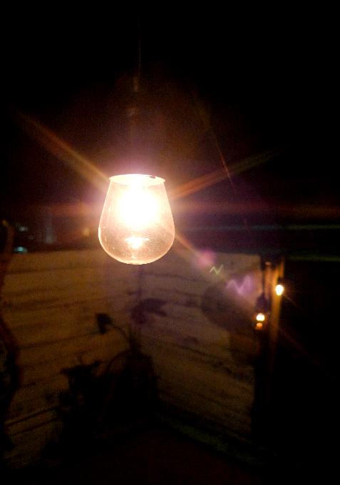 テラスの電球