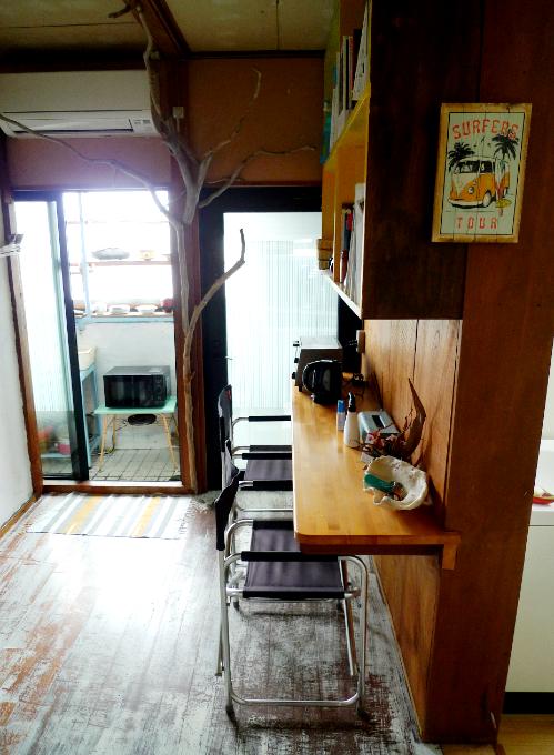 カウンターテーブルと椅子