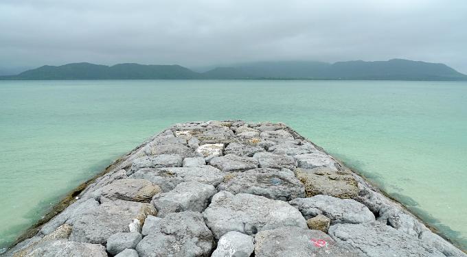 宿の前の海にある桟橋